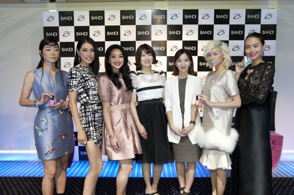 (Pic 2)L to R - Maccy Lee, Amber Chia(Guest), Sarah Lian (Emcee), Ms. Lee Eun Kyung, Ms. Elly Jung, Drey Wong, Lynn Lim